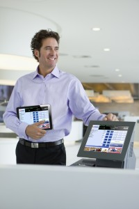 man+checkout+tablet pc_Fotolia44855600XL_300dpi